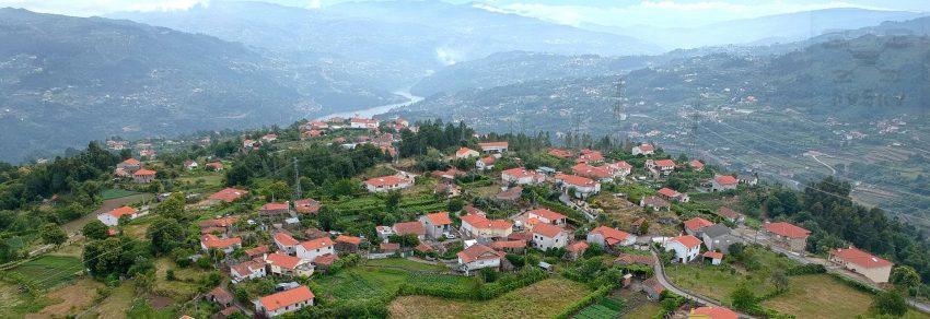 Vista aérea sobre Santiago de Piães
